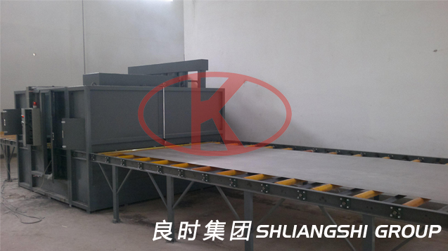 铝薄板滚轴输送自动喷砂生产线